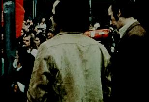 Arbeiter mit Megaphon vor dem Werkstor bei Opel in Bochum, ca. 1974